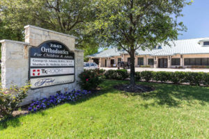 orthodontics-office-exterior-plano-texas-2
